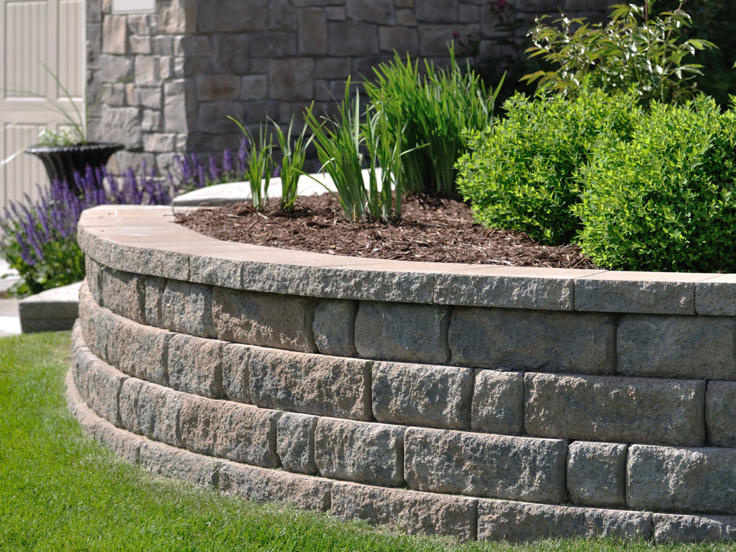 5 Reasons to Build a Retaining Wall